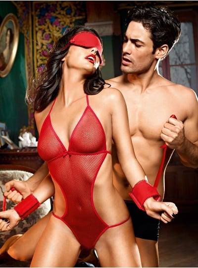 Body String Rouge Dos Nu avec Masque et Menottes Souples