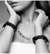 Nouveautés Menottes Bracelets en Cuir Vegan Maze